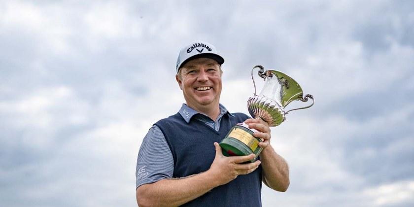 Ross McGowan con il trofeo Open_2020_